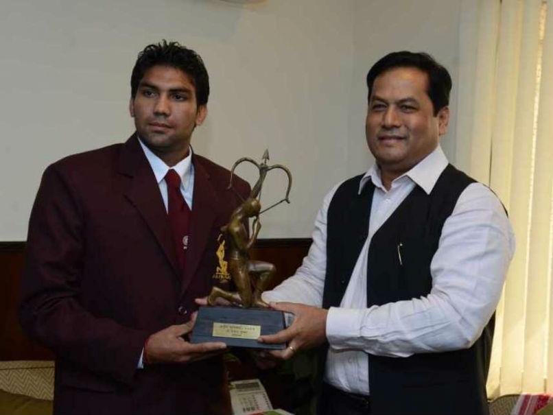 Boxer Manoj Kumar getting awarded with Arjuna Award