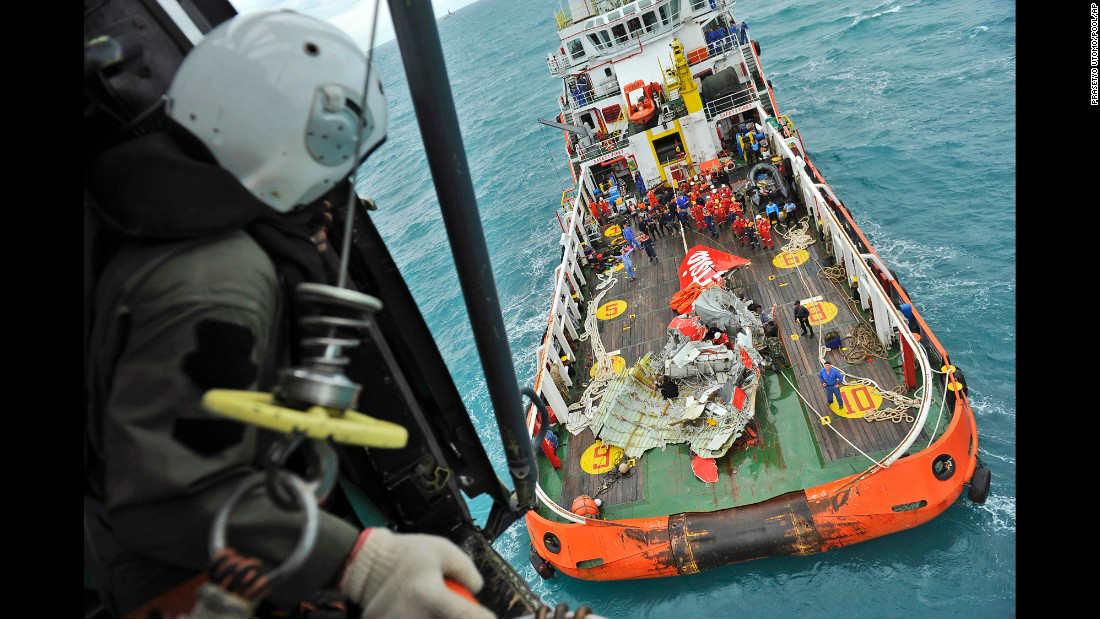 Air Asia recovers 48 bodies-tecake