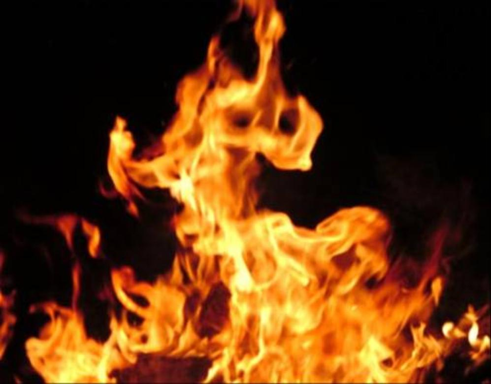Sikandarabad policeman sets an 11 year old girl on fire