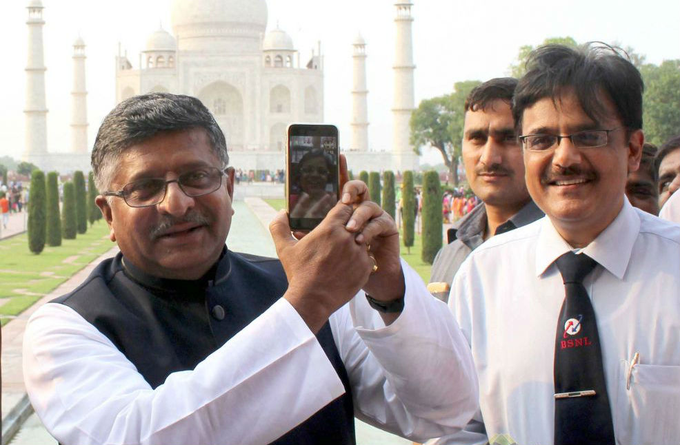 Ravi Shankar Prasad inaugurates Wi-Fi hotspot at the Taj Mahal - TeCake
