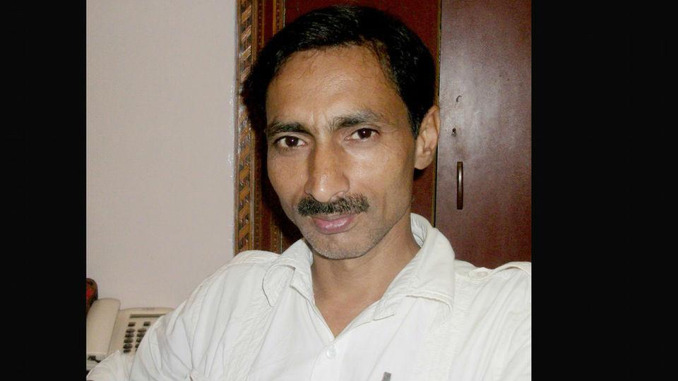 Akhilesh Yadav offers 30 lakhs to slain journalist family