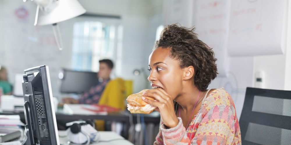 Eating snacks mindlessly even without hunger can trigger weight gain