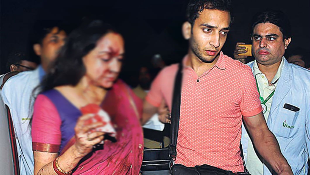 Hema Malini after meting with an Accident TeCake