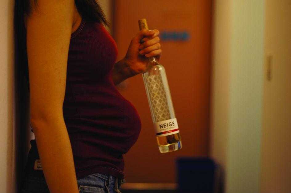 Should women drink in pregnancy? Experts argue