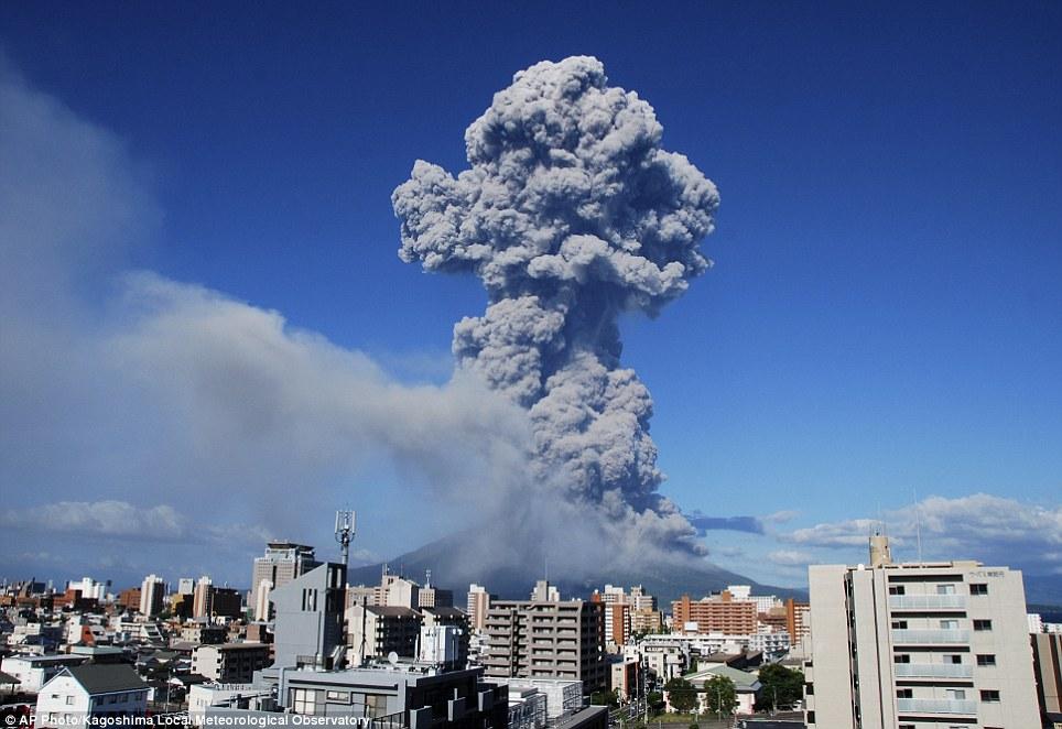 Mount Sakurajima erupts 5,000 meter high ash in Japan