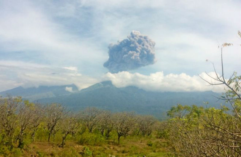 400 Tourists are relinquished at Mount Barujari explosion: Search by Indonesia is on
