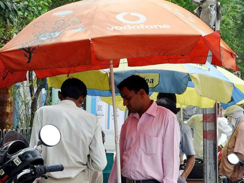 Vodafone and Idea Cellular trim down 4G tariff to compete with Jio