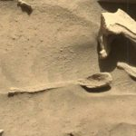 Alien enthusiasts find spoon on Mars in NASA Curiosity image; Hints existence of alien life!