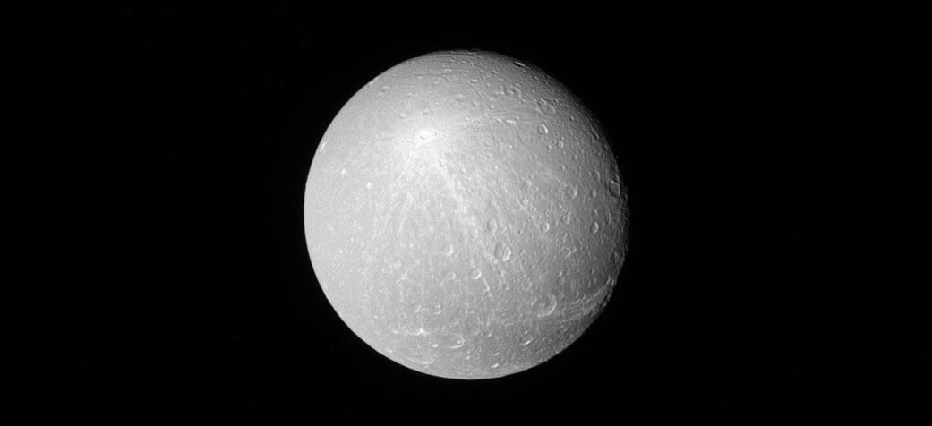 NASA Cassini spacecraft spots 'Rays of Creusa' on Saturn moon Dione